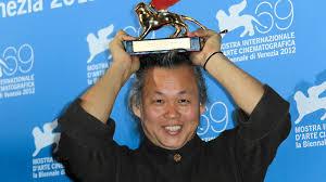 کیم کی دوک کارگردان سرشناس اهل کره جنوبی بر اثر کرونا در ۵۹ سالگی در کشور لتونی درگذشت.
