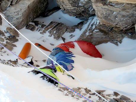 اولین تصاویر کوهنوردان یخ بسته در ارتفاعات تهران+ 5 کشته تا کنون