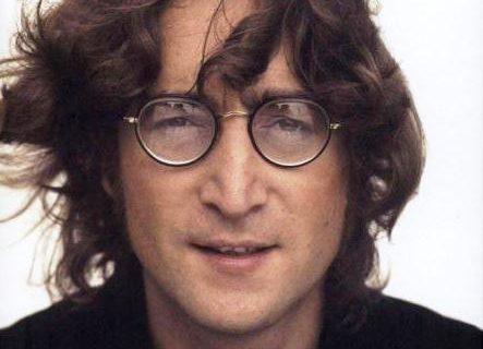 زندگی جان لنون  عضو افسانهای گروه «بیتلز» و ۱۷ واقعیت جالب که نمیدانستید + عکسها