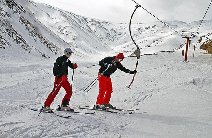 یکی از ظرفیتهای خیلی خوب ورزشی در خراسان رضوی، وجود پیست اسکی شیرباد است، هرچند در مسیر دسترسی به پیست راهی برف خیز و کوهستانی وجود دارد.